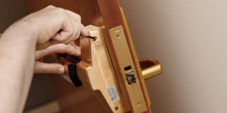 TIPS ON HOW TO CHOOSE A LOCKSMITH TO HIRE